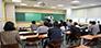 '개인과제발표' 동료들의 과제를 집중해서 듣는 선생님들